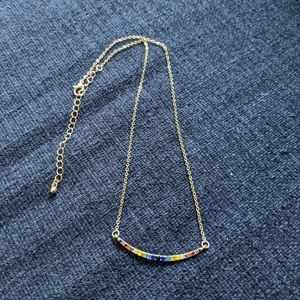 Curved multicolor necklace